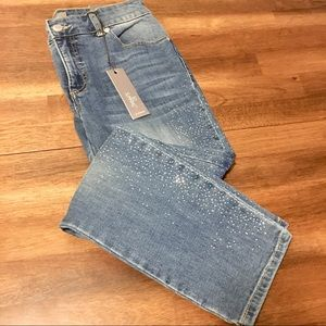 Chico's NWT So Slimming Ankle Jeans Size 00